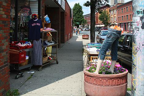 20090803_sidewalksale_1112-470.jpg
